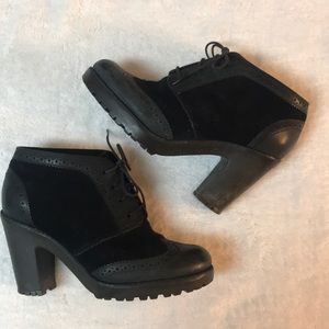 Sperry oxford inspired heeled booties. Size 6.5